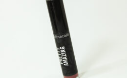 Batom Pretty Amazing Bare Minerals