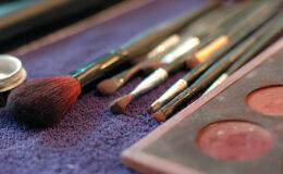 Maquiagem vencida é causa de muitas doenças