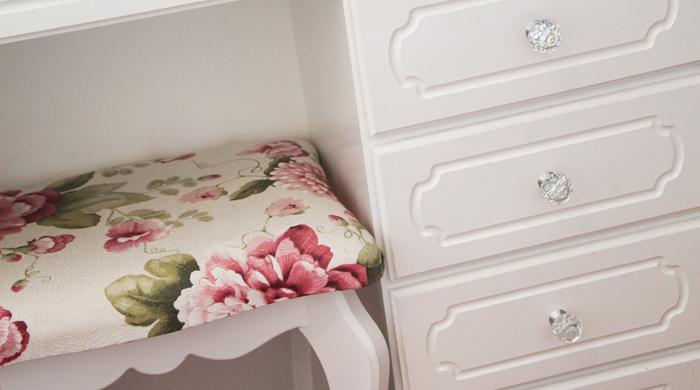 como decorar um quarto pequeno branco penteadeira (9)