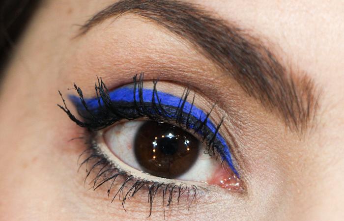 como fazer maquiagem delineador azul bic balada (4)