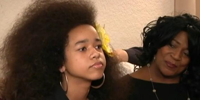 menina é expulsa da escola por causa do cabelo