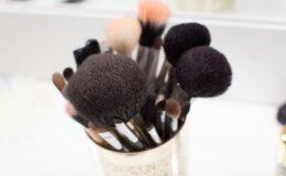 Sabia que usar pincéis sujos dá espinha?