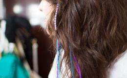 Como colocar plumas ou penas no cabelo