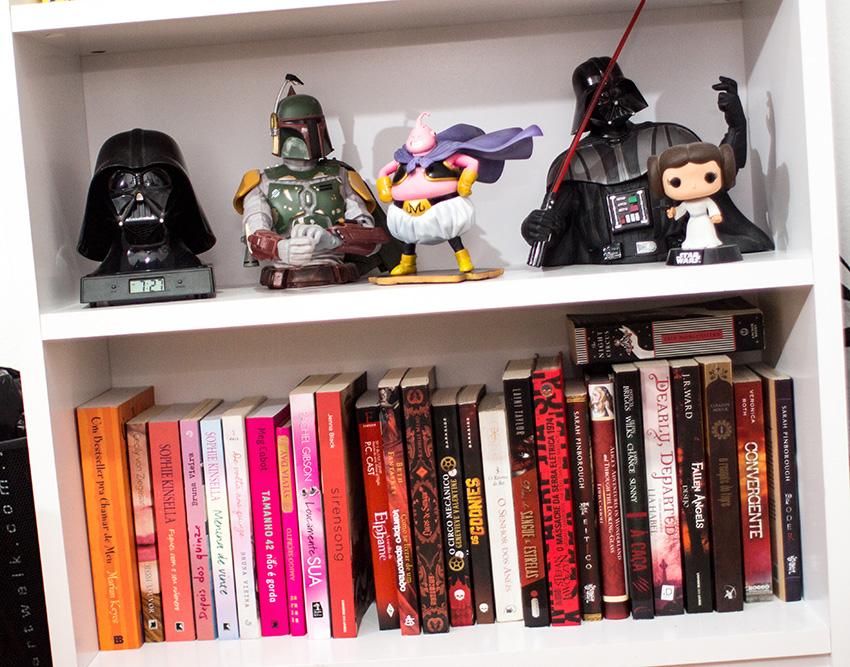 tour-pela-estante-miniaturas-livros (11)