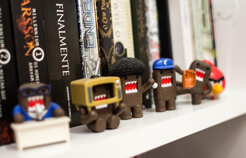 tour-pela-estante-miniaturas-livros (8)