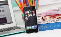 Sabia que seu celular pode causar acne?