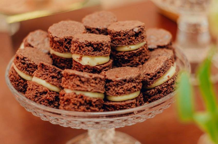 como decorar uma festa de noivado ou um mini wedding le petit chocolaterie