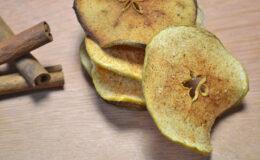 Chips paleo de maçã verde com canela