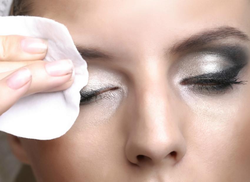 como-tirar-maquiagem-3
