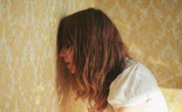 Pontinhos brancos no cabelo – cabelo quebradiço – O que…
