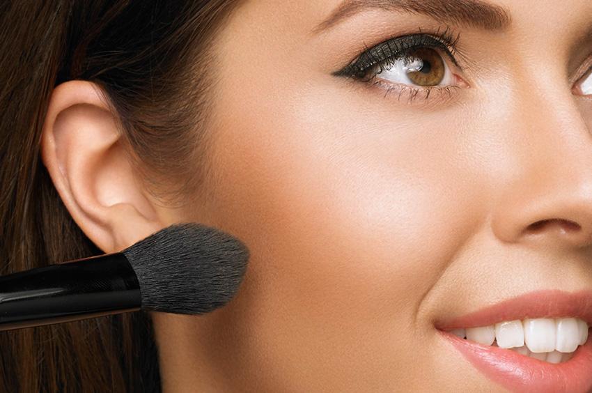 como-fazer-bronzeamento-artificial-com-maquiagem