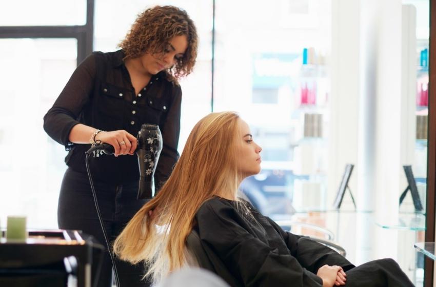 hair-salon-introduces-a-quiet-chair