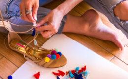 DIY: Como fazer sua própria sandália de pompons?