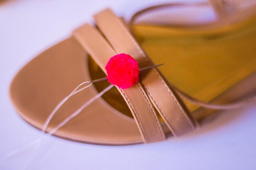 DIY-Pompom-Sandals-04