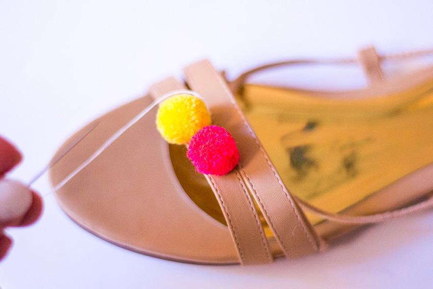 DIY-Pompom-Sandals-05
