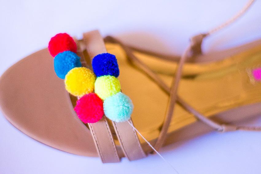 DIY-Pompom-Sandals-06