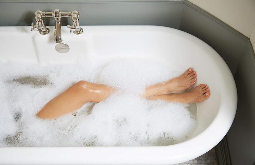 oleos-corporais-para-usar-no-banho