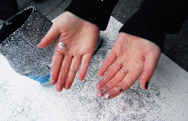 DIY-botas-de-glitter-04-faça-você-mesmo