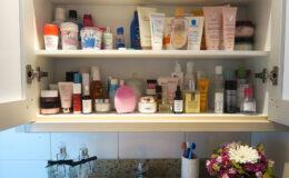 Como eu organizo produtos de beleza no banheiro