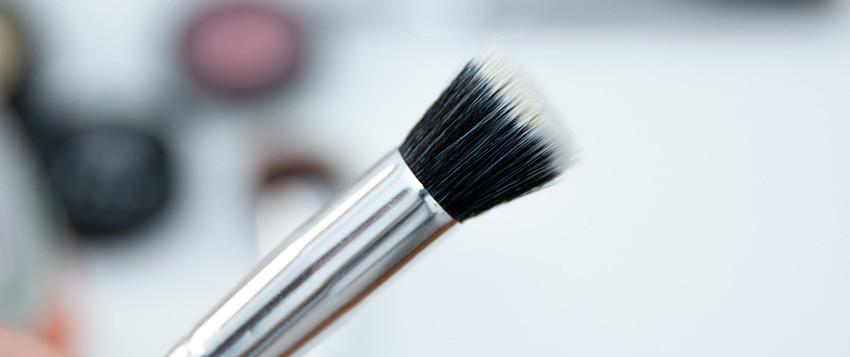 como-reaplicar-protetor-sem-tirar-a-maquiagem-12